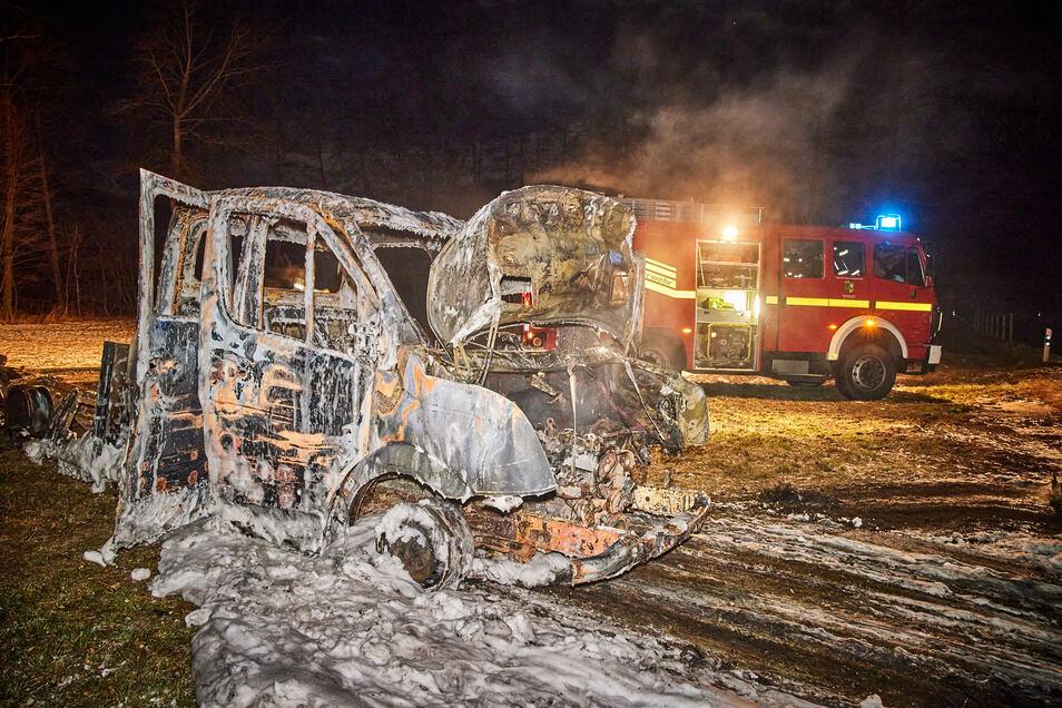 Das ausgebrannte Fahrzeug hatte serbische Kennzeichen.