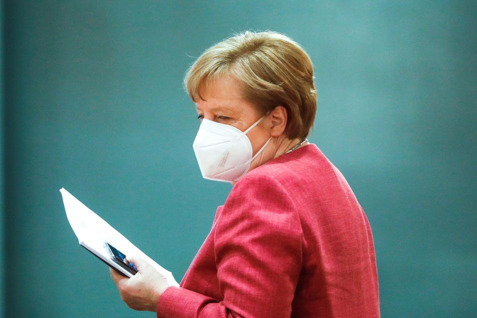 Bundeskanzlerin Angela Merkel (CDU) macht erneut deutlich: Sie fährt in der Corona-Politik einen vorsichtigen Kurs.
