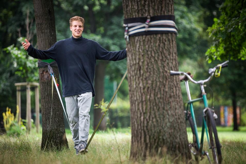 Der Dresdner Sportler Ruben Langner hat in Schweden einen neuen Rekord im Highline laufen aufgestellt.