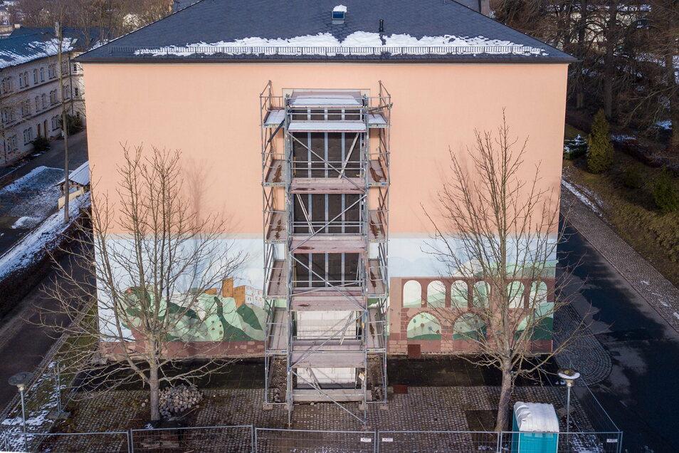 Für den Aufzug an der Grundschule in Waldheim wird mehr Geld gebraucht, als ursprünglich geplant.