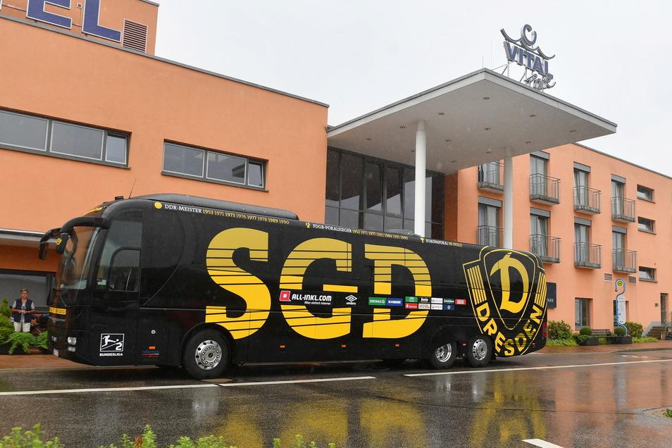 Der Mannschaftsbus befindet sich mittlerweile auf dem Weg Richtung der Dresdner Heimat.