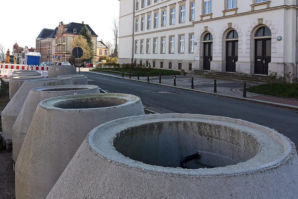 Material und Baufahrzeuge sind auf dem Lindenplatz in Leisnig eingetroffen.