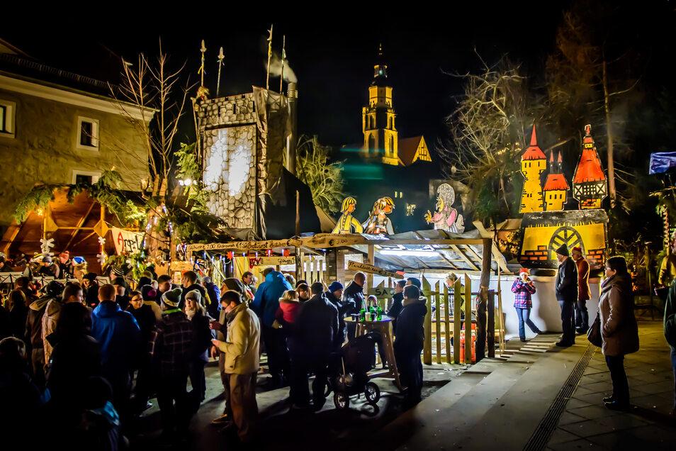 Buntes Treiben zwischen den Buden und Märchenfiguren gibt es beim 16. Advents-Spectaculum in Kamenz.
