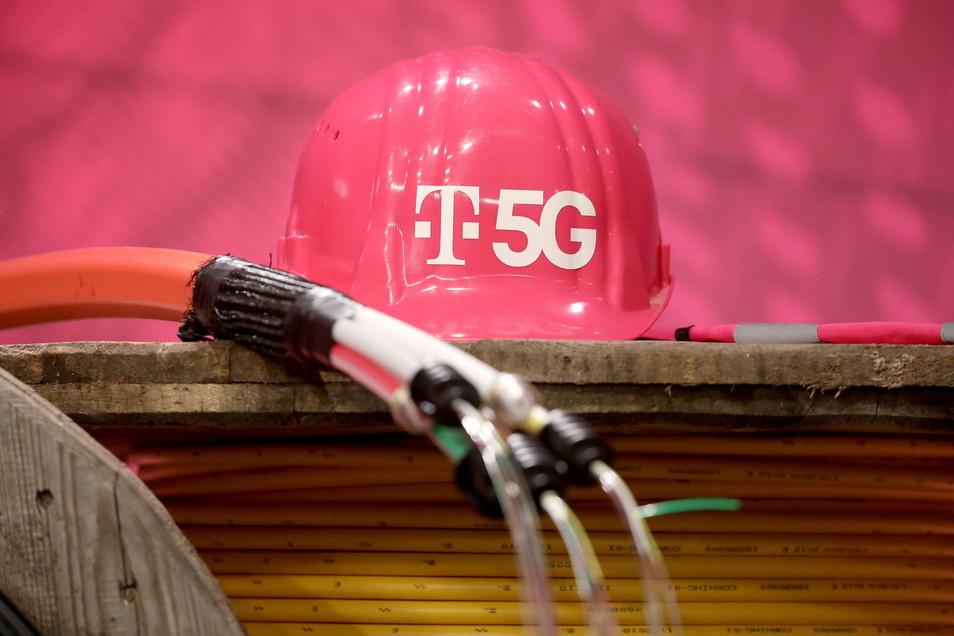 Die Telekom hat sieben Standorte im Landkreis Bautzen mit LTE und 5G neu gebaut oder erweitert. Durch den Ausbau will der Mobilfunkanbieter für schnelleres Internet sorgen.