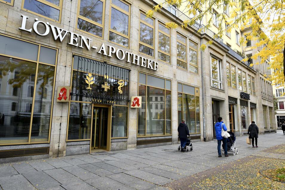 Die Löwen-Apotheke war die älteste noch existierende Apotheke Dresdens, seit 1945 war sie an der Wilsdruffer Straße zu finden.