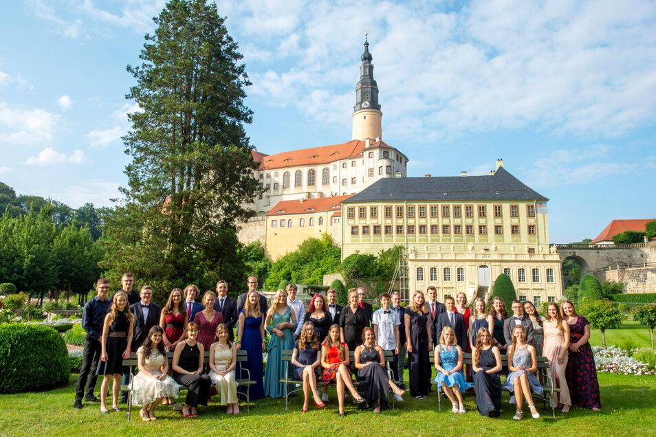 Gruppenbild mit Schloss: Das sind die besten Schulabsolventen dieses Jahres im Landkreis.