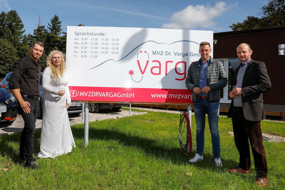 Zur Eröffnung des Seifhennersdorfer Ärztehauses von Katarina Varga erschien Krsteski Rashko, der die ihr gehörende Urologie in Hoyerswerda führt. Auch CDU-Kandidat Florian Oest und der Landtagsabgeordnete Stephan Meyer - CDU - folgten der Einladung.