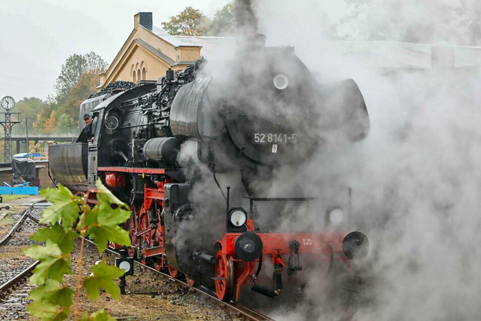 Nach zwei Aufenthalten in der Werkstatt ist die Dampflok 52 wieder daheim in Löbau - und geht am Wochenende auf große Fahrt.