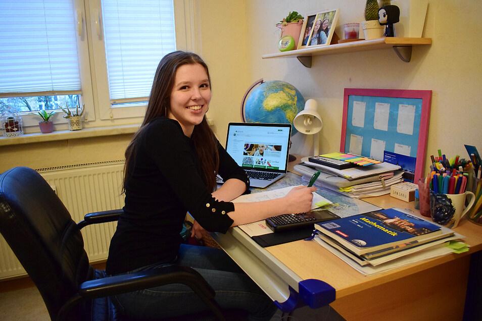 Abiturientin Pia Mende lernt nun zu Hause und besucht die Schule für den Unterricht in den Prüfungsfächern. Im Fach Musik wird sie eine mündliche Prüfung ablegen. Da wird Wissen in der Musiktheorie und ein praktischer Teil gefordert. Pia Mende möcht