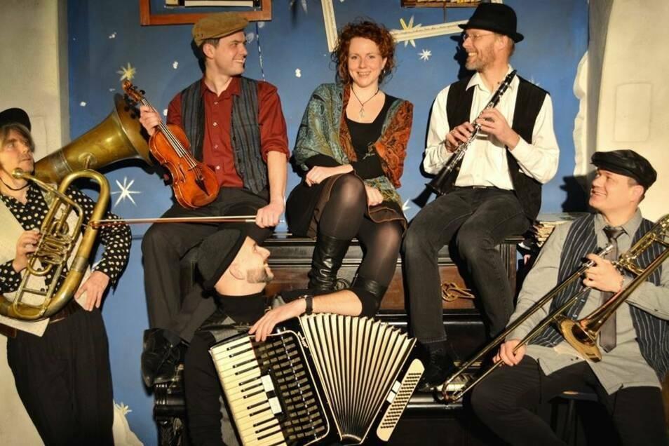 Die Klezmerband Sheyne Khaloymes 2018 mit Julia Boegershausen als Sängerin.