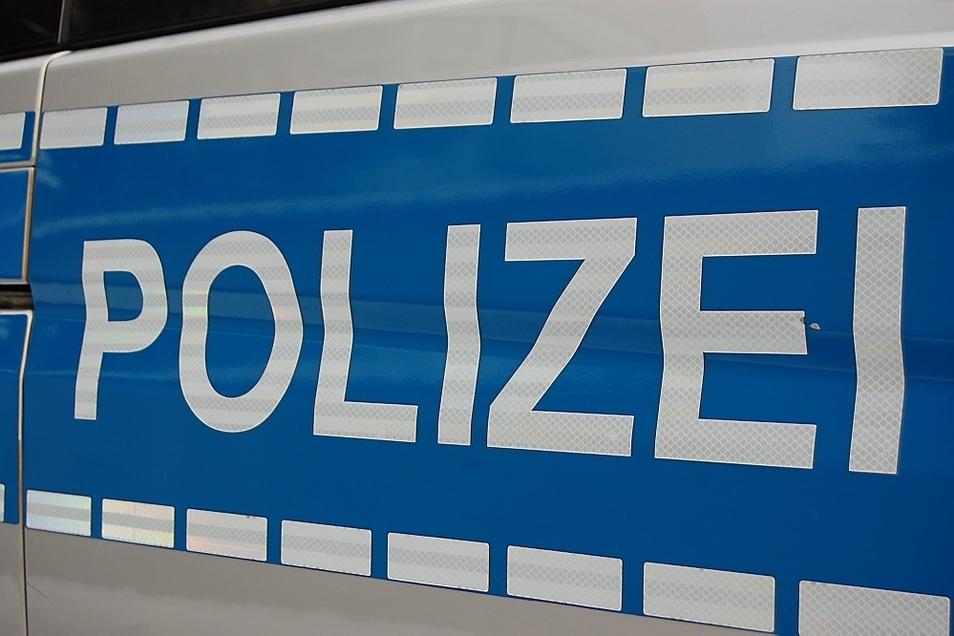 Die Polizei ermittelt gegen zwei junge Deutsche, die sich in Bautzen gleich mehrere Delikte geleistet haben.