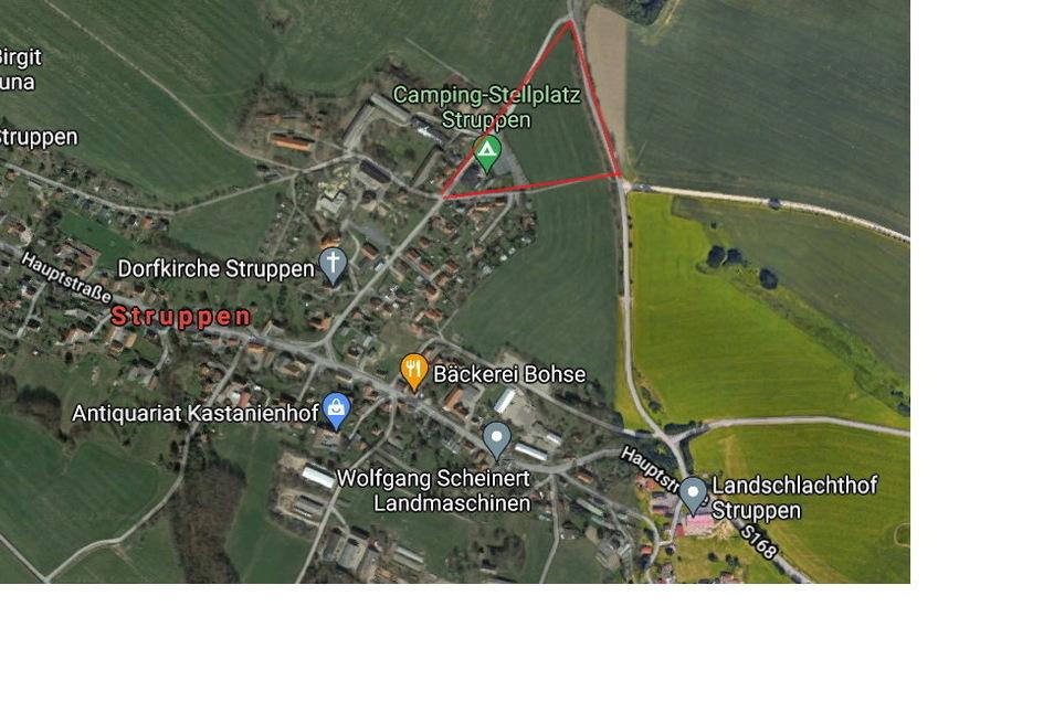 Der Campingplatz liegt am Ortsrand von Struppen. Rot markiert ist das Gelände, auf dem er sich künftig erstrecken soll.