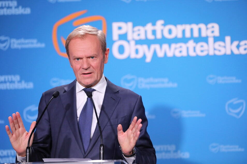 Donald Tusk wurde am 03.07.2021 einstimmig zum Vizechef der der größten polnischen Oppositionspartei Bürgerplattform (Platforma Obywatelska) gewählt, der kommissarisch auch die Funktion des Vorsitzenden übernimmt.