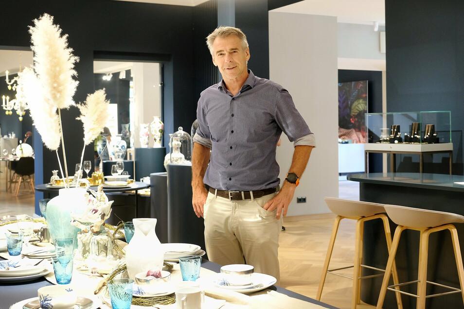 Geschäftsführer Tillmann Blaschke ist begeistert vom schlichten Design des neuen Verkaufladens, der nun dem in Dresden ähnelt.