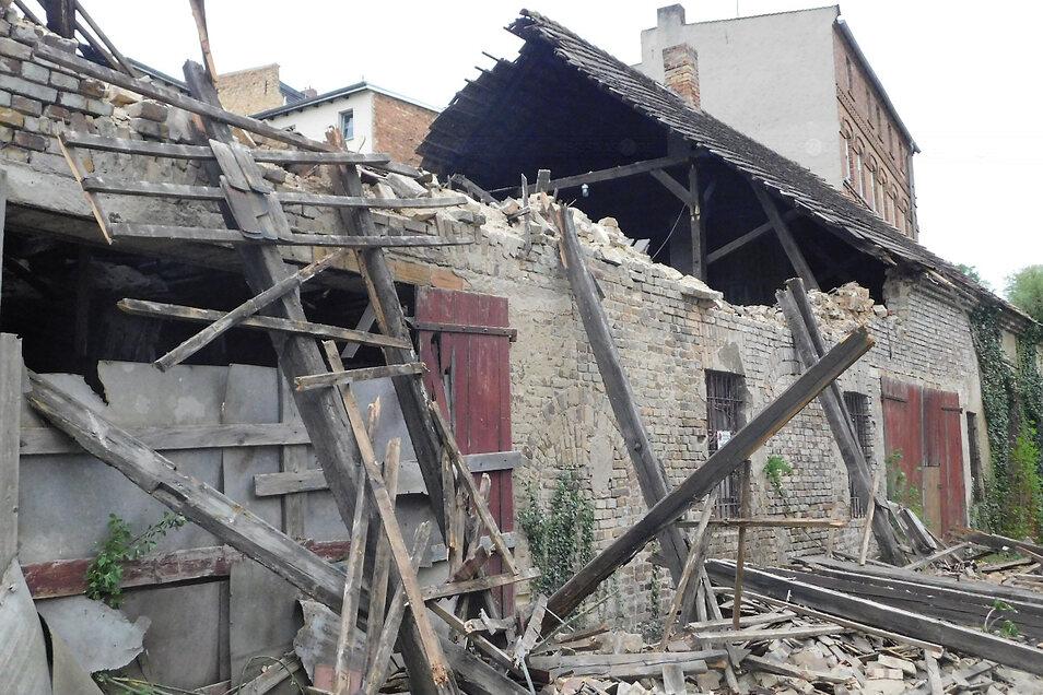 Die historische Scheune gehörte zu den ältesten Gebäuden der Kur- und Parkstadt Bad Muskau, sollte mittelfristig saniert und erhalten werden, so wie ihre Pendants direkt am Gehalm, die bereits saniert werden.