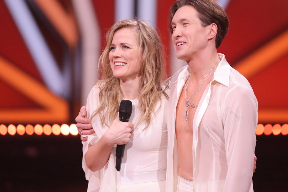 """Ilse DeLange, Sängerin, und Evgeny Vinokurov, Profitänzer, nach ihrem Tanz in der achten Show von """"Let's Dance""""."""