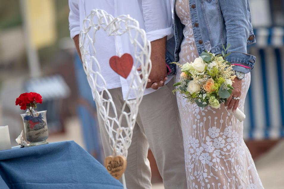 Mehr Gäste könnten ab Mittwoch im Kreis Görlitz Hochzeit feiern. Das entscheidet sich am Montag. Die Chancen aber stehen gut.