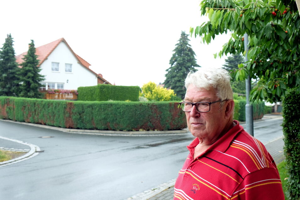 Die Hecken an der Kreuzung Karl-Marx-Straße/Sonnenstraße stellten eine Sichtbehinderung dar, sagt Anwohner Reiner Dippmann.