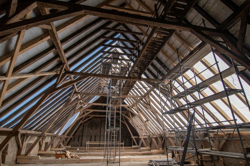 Mit dem Weiterführen der Dacherneuerung des ehemaligen Kuhstalls des Klosters Buch hat der Fördervereins im vergangenen Jahr ein großes Projekt vorantreiben können. In diesem Sommer konnten die Arbeiten abgeschlossen werden.