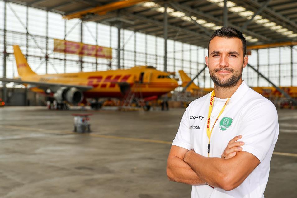 Handballer im Hangar: Bastian Roscheck.