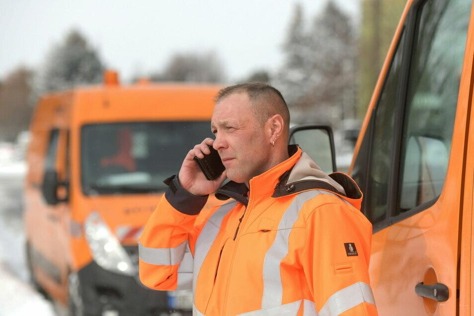 Sven Kalkbrenner, Chef der Straßenmeisterei in Zittau, hat das Chaos im Griff.