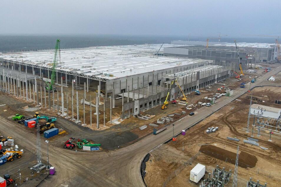 Schon ab Juli 2021 sollen die ersten Autos hier in der Gigafabrik in Grünheide für Europa vom Band rollen.