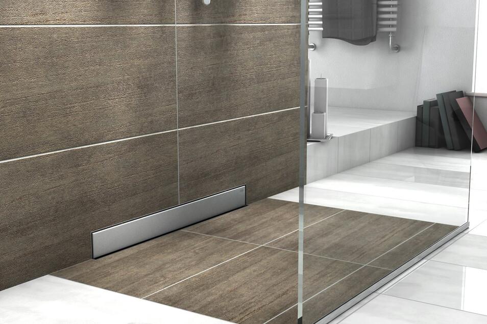 Moderne Wasserabläufe direkt an der Wand ermöglichen, dass Duschen eben zum übrigen Badezimmerboden gebaut werden.