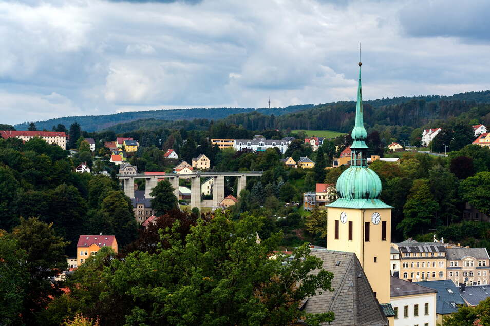 Blick auf Sebnitz: Ab Oktober wird Glasfaser in die abgelegenen Ortsteile verlegt.