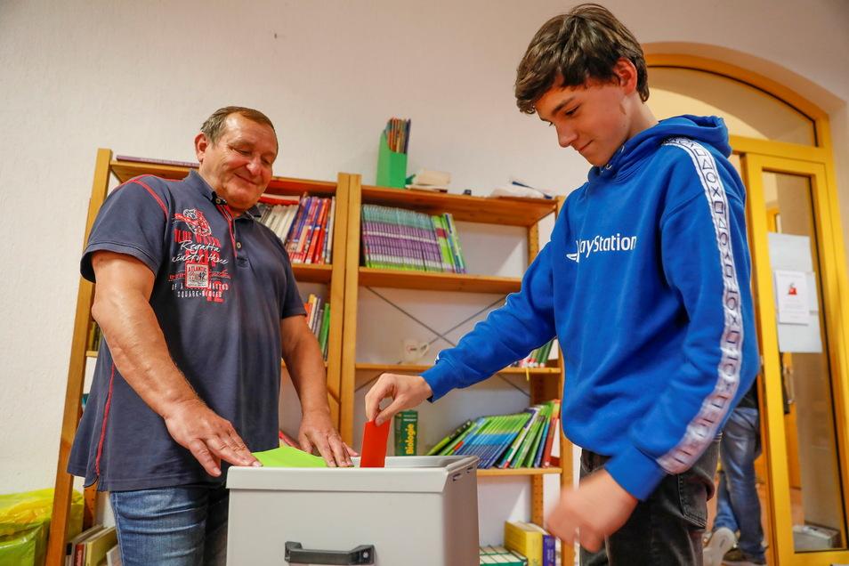 Bei der U-18-Wahl im Kreis Görlitz, hier ein Wahllokal in der Schkola Ebersbach im Oberland, lag die AfD vorn.