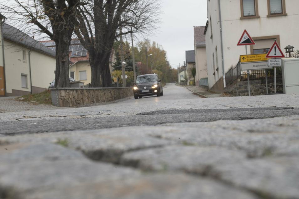 So sah die Bergstraße in Häslich vor der Baumaßnahme aus. Jetzt ist sie gesperrt.