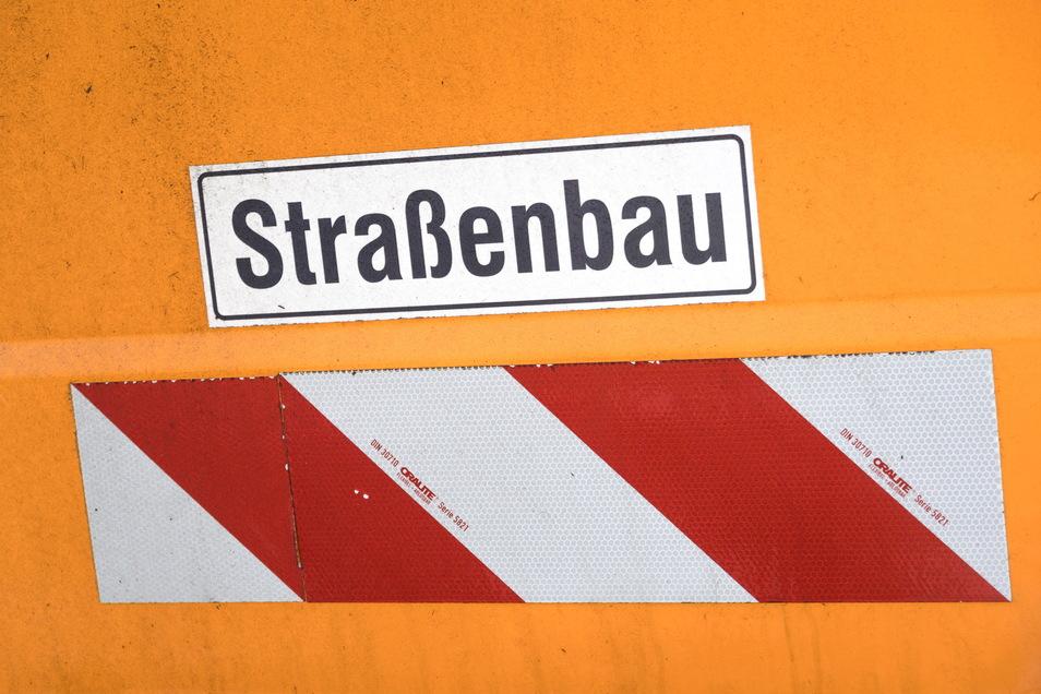 Drei Straßen im Wilsdruffer Stadtgebiet haben mit einem schnellen Verfahren neue Straßenoberflächen bekommen.