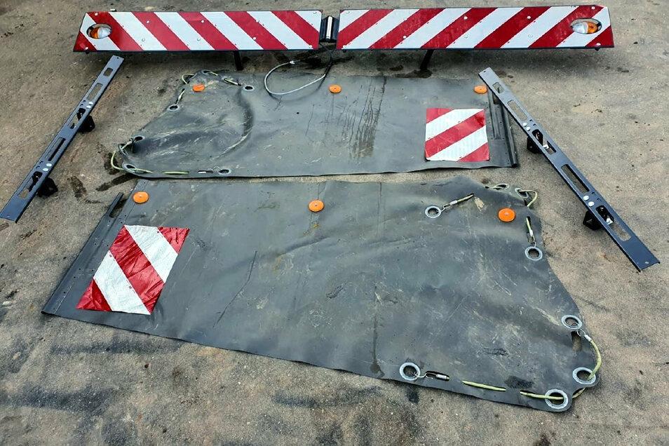 Die Teile des Maishäckslers wurden aus dem Straßengraben gestohlen. Die Polizei sucht Zeugen, die den Vorfall beobachtet haben.