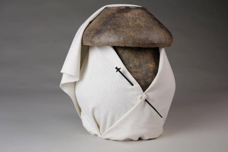 Rekonstruktion einer bekleideten Urne aus Niederkaina - Lausitzer Kultur um 600 v. Chr.