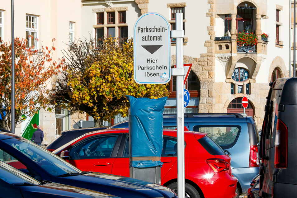 Inzwischen sind die Parkautomaten am Löbauer Neumarkt wieder in Betrieb.