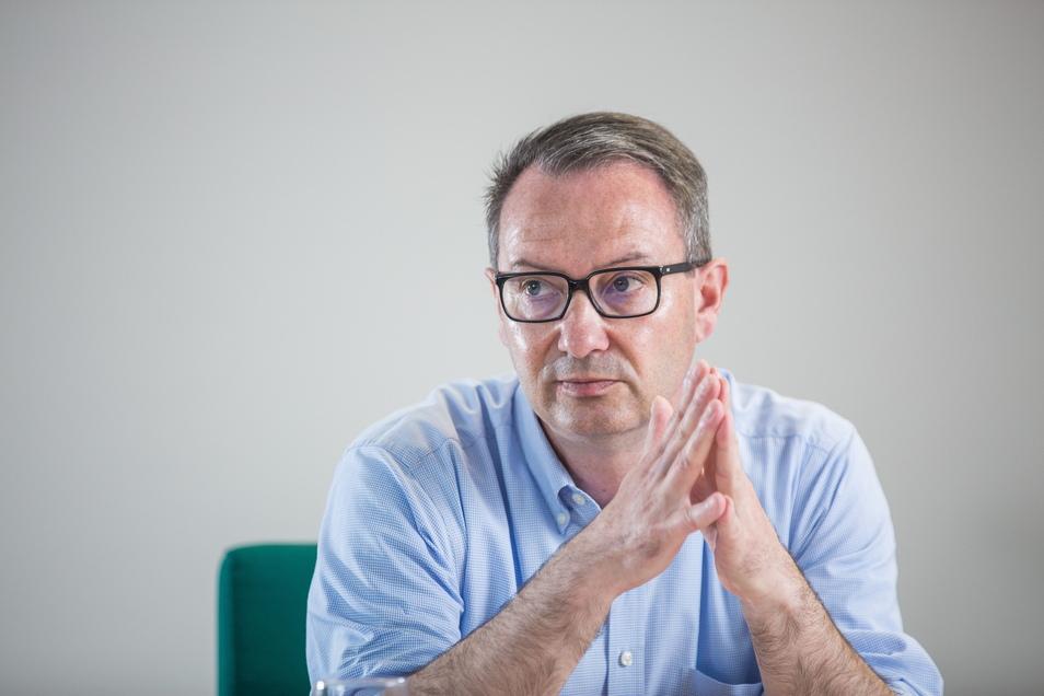 Bildungsbürgermeister Jan Donhauser (CDU) erklärt im SZ-Interview, weshalb Kritik von Eltern an ihm berechtigt ist.