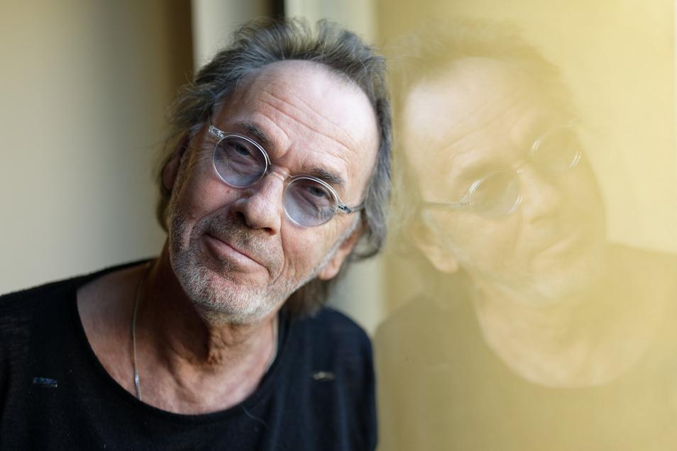 Hugo Egon Balder, Fernsehmoderator, Fernsehproduzent, Musiker, Schauspieler und Kabarettist wird am 22. März 2020 70 Jahre alt.