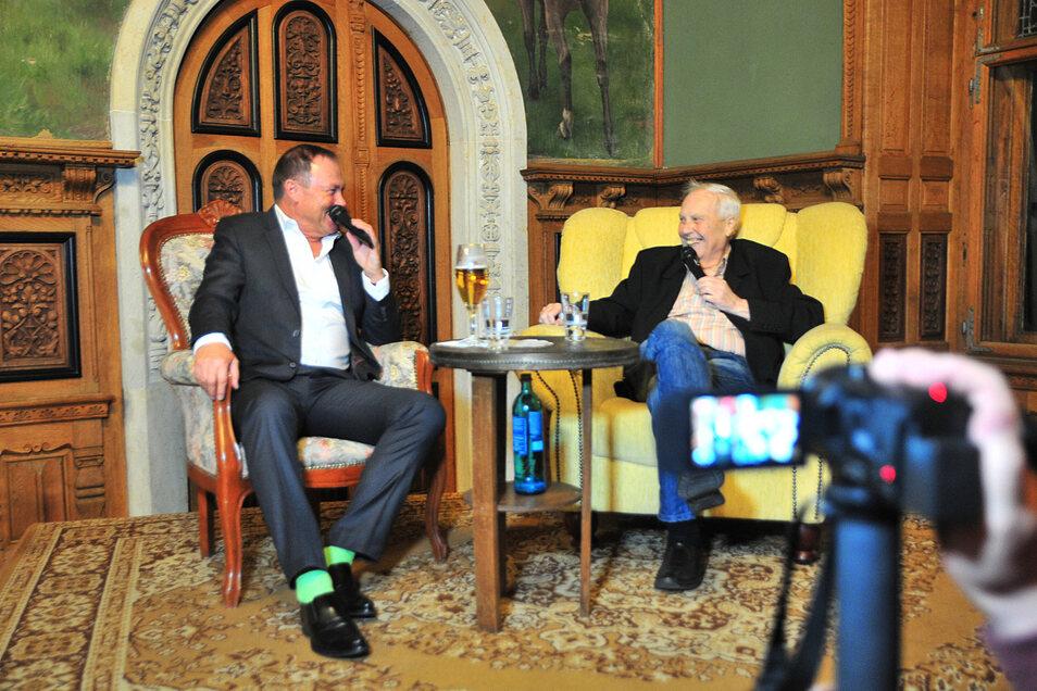 """Matthias """"Atze"""" Döschner (links) war letzter Gast von Moderator Gert Zimmermann beim Schönfelder Fußballabend. Vorerst gibt es den beliebten Talk aber leider nicht."""