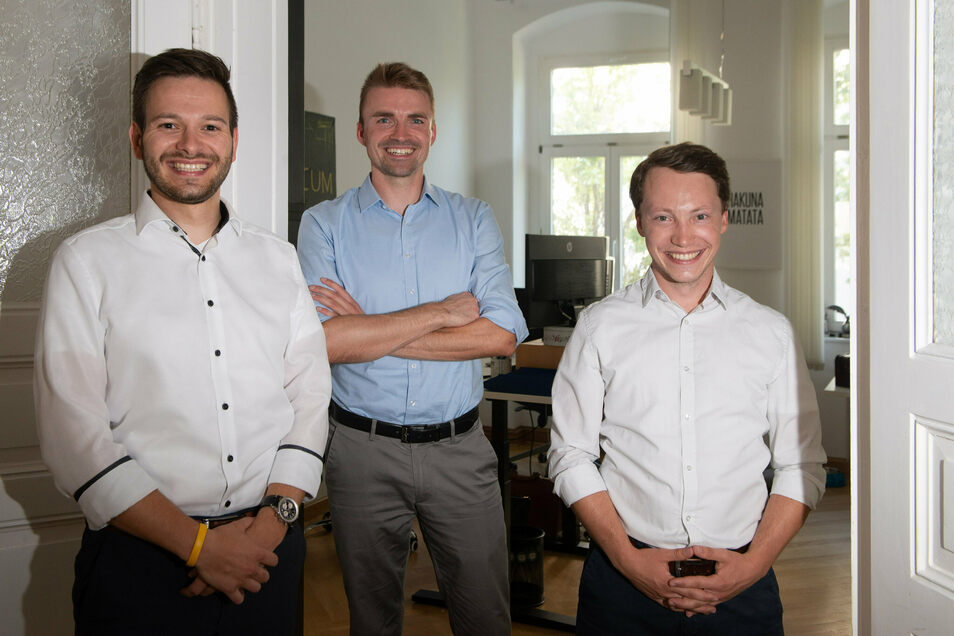 Die Gründer Richard Hohme (28), Simon Schulz (33), und ihr Innovationsmanager Marwin Gaube (28), freuen sich auf das gemeinsame Arbeiten im Coworking Space Dreizehn:37.