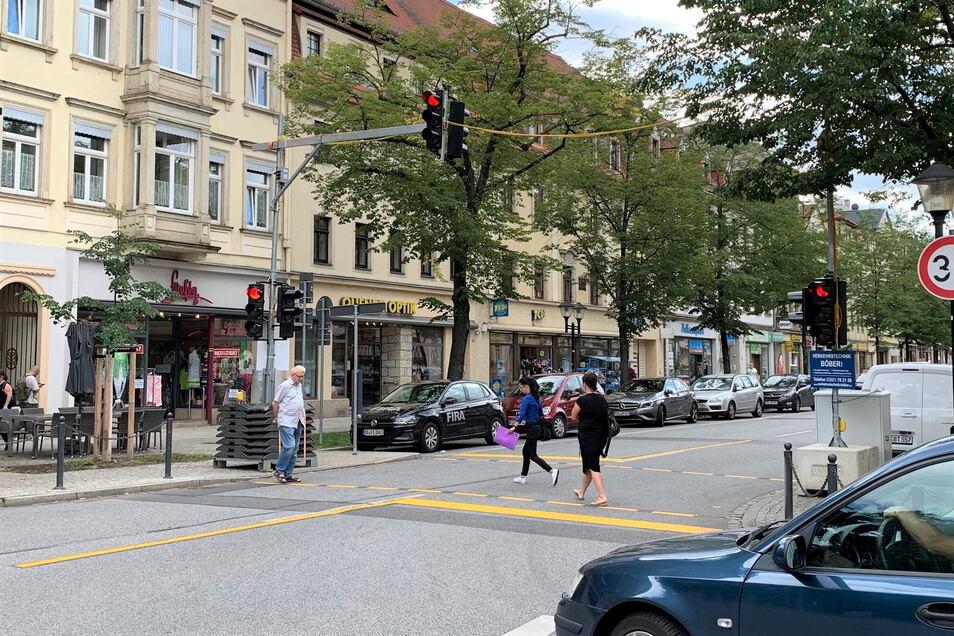 Interims-Fußgängerampel an der Breiten Straße: Das Provisorium ist schon abgebaut, es wird bis zum Ferienende durch eine stationäre Anlage ersetzt.