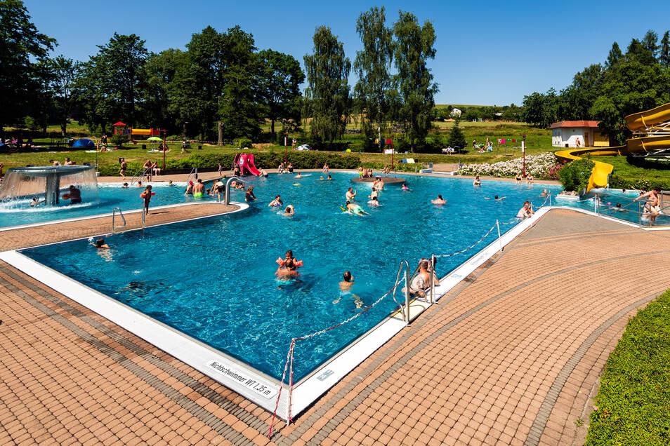 Das Erlebnisbad Rathewalde lädt wieder zum Schwimmen und zur Erholung ein.