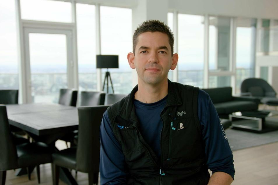 Jared Isaacman, ein 37-jähriger US-Milliardär, hat beim privaten Raumfahrtunternehmen SpaceX einen Raumflug gebucht - und will die restlichen drei Plätze nach eigenen Angaben für den guten Zweck vergeben.