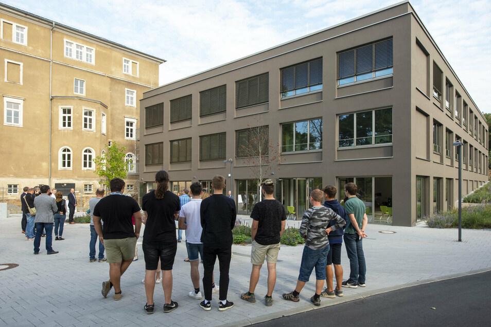 Den Anbau am Luisenstift konnte das Gymnasium mit Schuljahresbeginn 2020/2012 in Betrieb nehmen. Im kommenden Jahr steht die Sanierung des Altbaus daneben auf dem Plan.