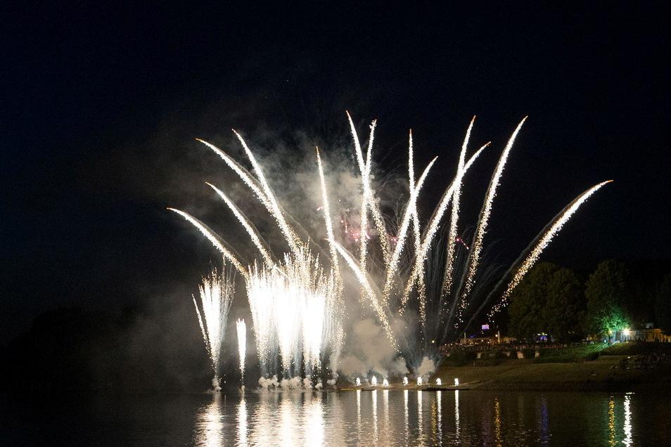 Dieses Feuerwerk hat seinerzeit den Himmel über der Malter erhellt. Doch jetzt musste es zweimal ausfallen. Nun wird es Ende August eines in Dippoldiswalde geben.