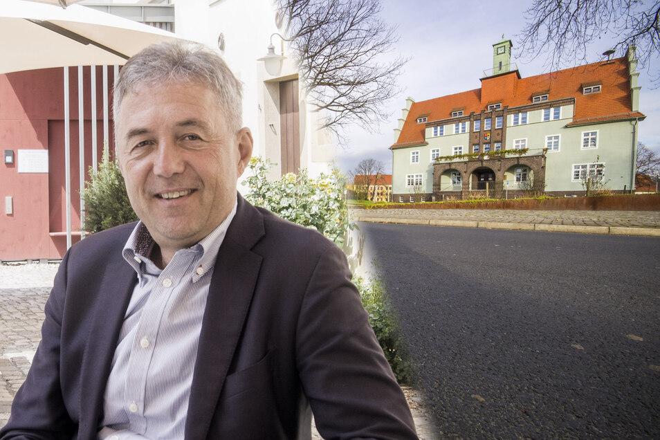 Bürgermeister Jochen Reinicke (parteilos) ist seit nahezu zwölf Jahren Chef im im Rathaus (r.).