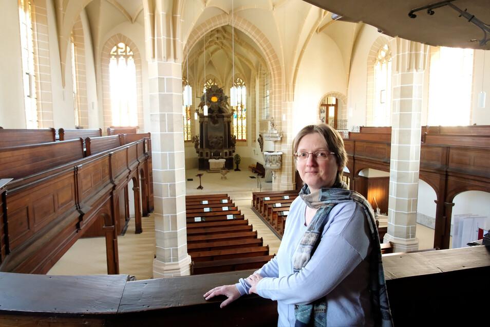 Pfarrerin Ute Saft in der leeren Lommatzscher St-Wenzels-Kirche. Zu Ostern ist die Kirche geöffnet, es gibt ab er keine Gottesdienste.