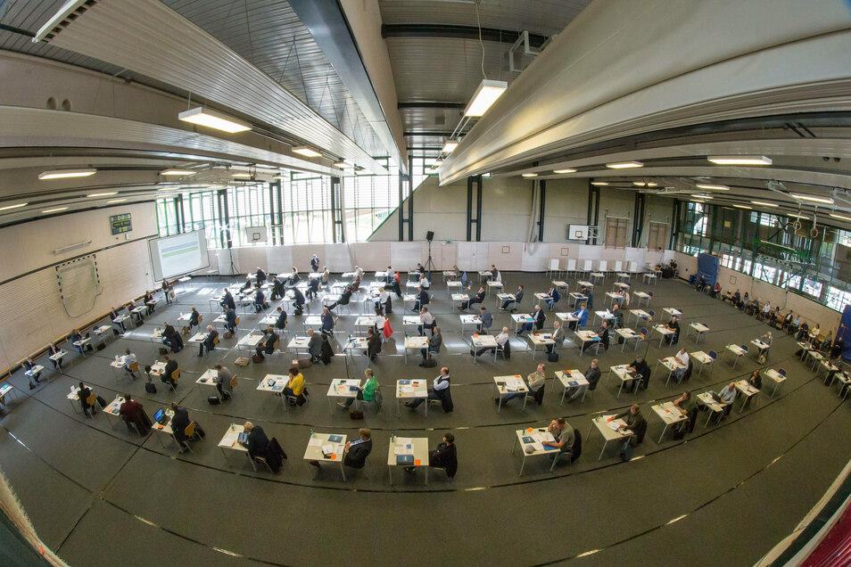 So sieht es aus, wenn der Kreistag in der Sporthalle des Beruflichen Schulzentrums in Görlitz tagt.