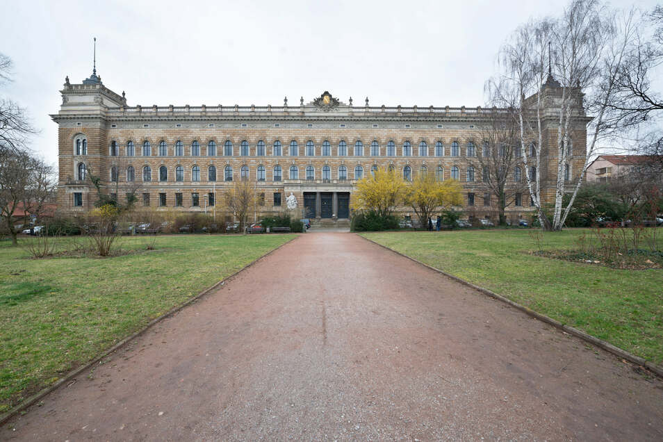 Nach mehr als fünf Monaten haben nun im Prozess gegen zwei mutmaßliche Betrüger am Landgericht Dresden die Plädoyers begonnen.