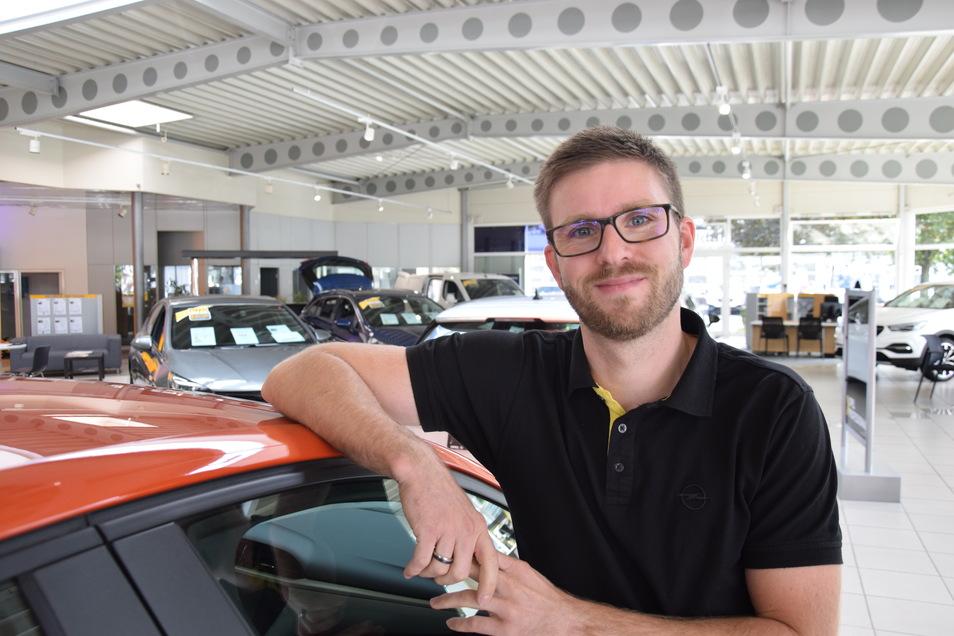 Daniel Schäfer ist 36 Jahre jung und leitet die Autohaus-Dresden-Filiale in Klotzsche.