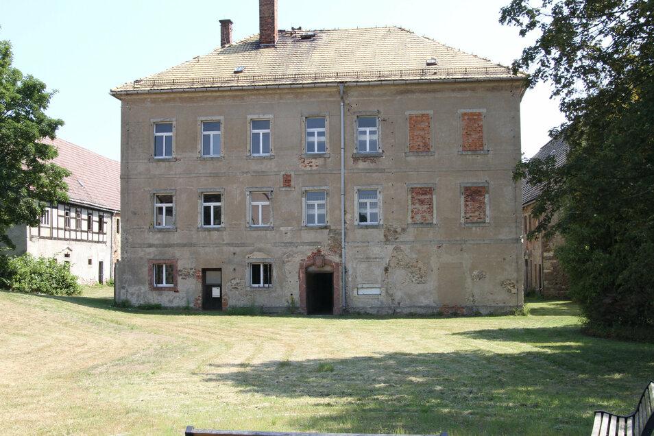 Vor dem Herrenhaus des Rittergutes Obersteina will der Besitzer einen Park anlegen.