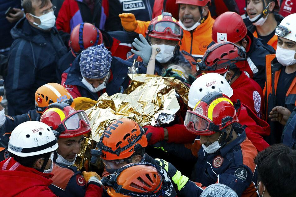 Das Mädchen ist 65 Stunden nach dem schweren Erdbeben in der Türkei geborgen worden.
